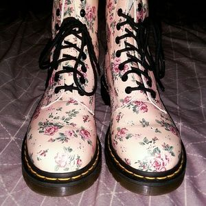 New! Dr. Martens 🌹 Victorian Rose Boots.